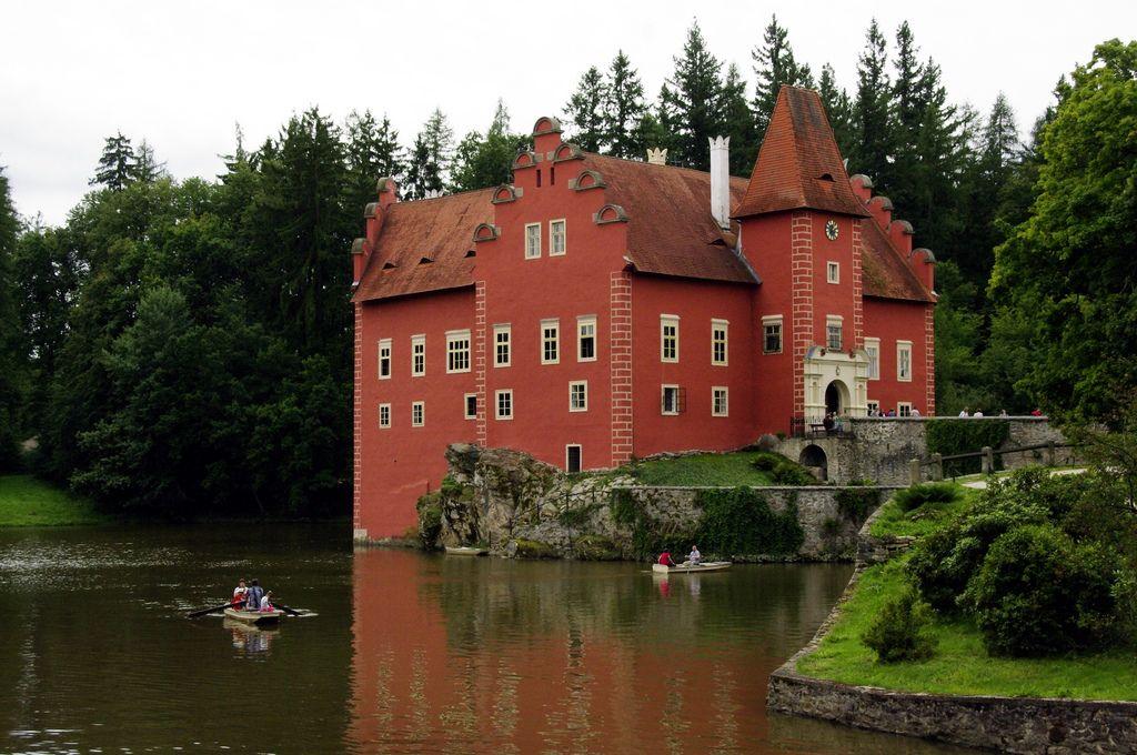 длинных маршах чехия страна замков фото основных частей